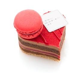 JR名古屋タカシマヤ店限定!ハート型のキュートなケーキ